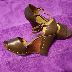 Women's Leather Guess sz 9 Stud Wedge Heel